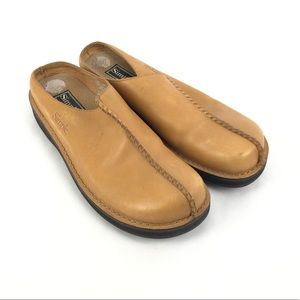 Simple woman's  Tan clogs size 8.5